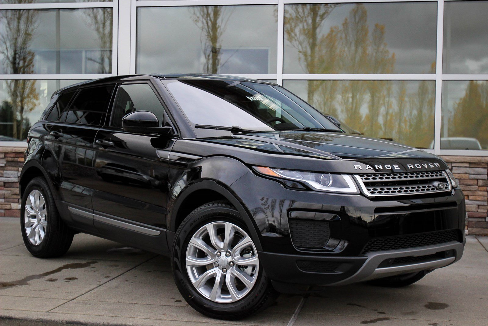 new 2018 land rover range rover evoque se sport utility in. Black Bedroom Furniture Sets. Home Design Ideas
