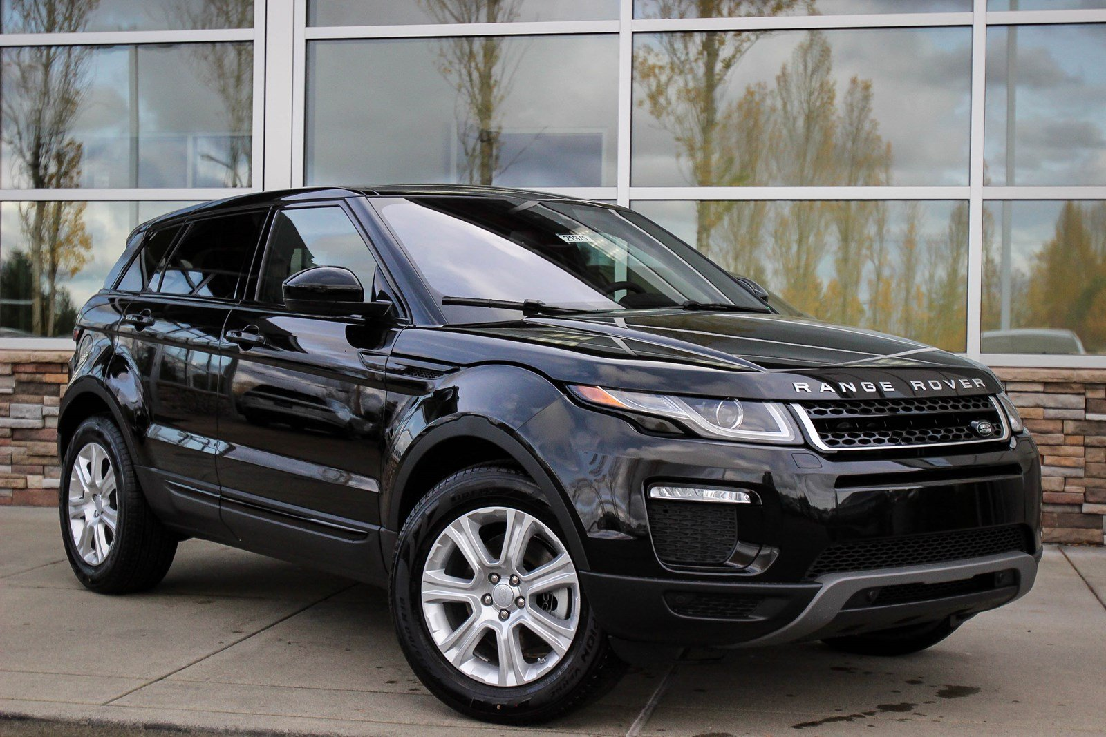 new 2018 land rover range rover evoque se premium sport utility in lynnwood 21971 land rover. Black Bedroom Furniture Sets. Home Design Ideas